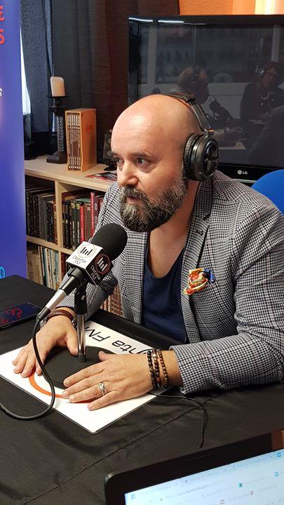 EL DJ RAFA CASTANEDO EN DISTINTA FM.  Esta mañana en el...