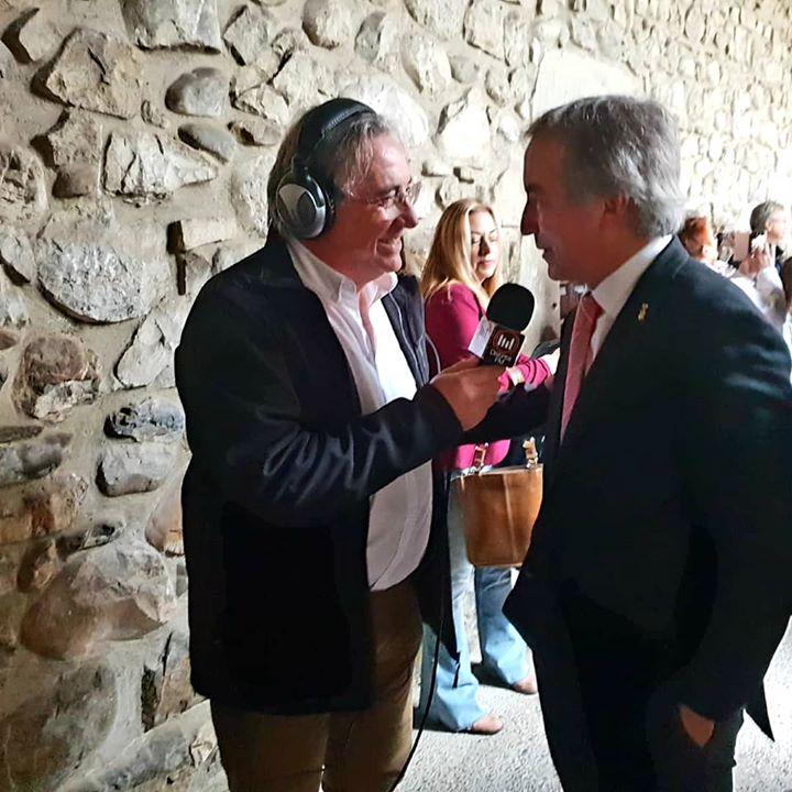 Don Javier Gómez, alcalde de Potes, entrevistado  en di...